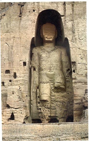 پادشاه افغان عبدالرحمان در قرن 19 چهره بودا را تخریب کرد. او عامل کشتار بیش از 60 درصد مردم هزاره است.