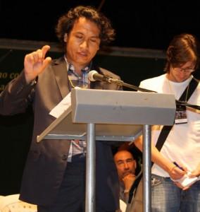 سخنرانی کامران میرهزار در کتابخانه عمومی شهر مدجین کلمبیا