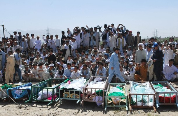 Pakistani Shiite Muslims mourners attend