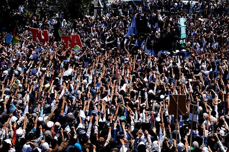 Hazara people march on Kabul in power line protest