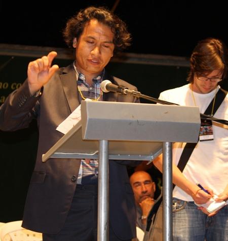 شعرخوانی کامران میرهزار در افتتاحیه فستیوال بین المللی شعر مدجین کلمبیا