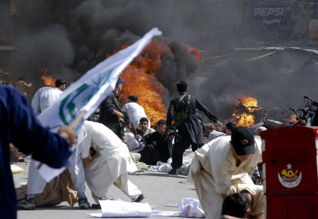 Tension abounds in Pakistani city as Shiites bury bombing victims