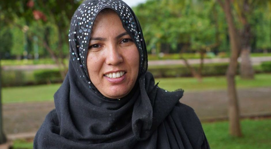 PHOTO: Tahira came to Indonesia from Quetta only to find out that her husband had died at sea. (ABC News: Ari Wu)